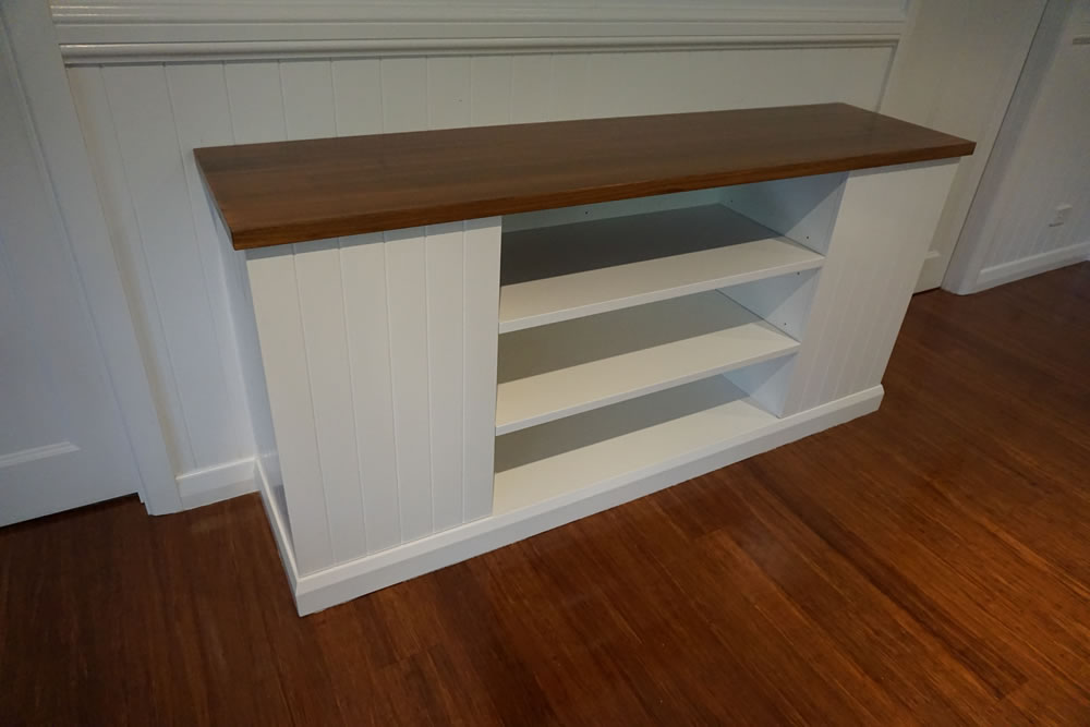 Freestanding Unit with Timber Bench